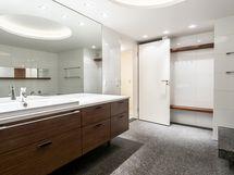 Alakerran kylpylämäinen saunaosasto