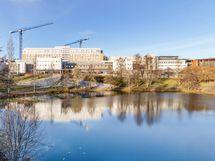 Kuopion yliopistollinen sairaala lyhyen kävelymatkan päässä.