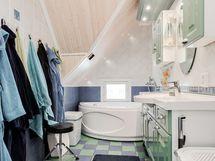 Yläkerran WC ammeella.