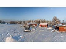 Tila sijaitseee kalaisan ja puhtaan Onkiveden rannalla.
