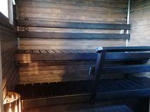 saunassa ikkuna ja sähkökiuas, lattia uusittu 2010