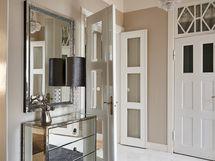 Upea sisääntuloaula ja sen kaunis marmorilattia