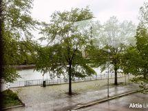 Sadepäivän kanava näkymää asunnosta