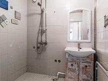 Kylpyhuoneen suihkutila.