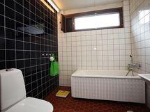 asuinkerroksen kylpyhuone/wc