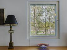 Makuuhuoneen ikkunanäkymä kuin kaunis taulu