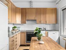 Lisärakennuksen keittiö