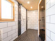 Saunarakennuksen kylpyhuone