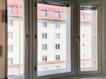 Näkymä asunnosta Fredrikinkadulle