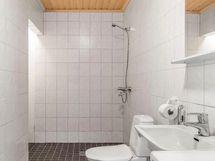 Kylpyhuone alakerrassa - Downstairs bathroom