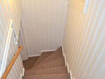 Alakerran portaikko