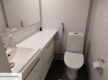 Molemmat huoneiston wc:t uusittu