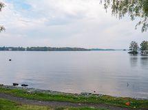 Kaunis järvenranta aivan talonkulmalla!