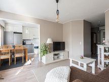 Avara olohuone ja keittiö tila