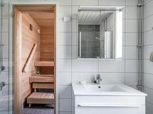 Kylpyhuonekalusteet on uusittu 2020.