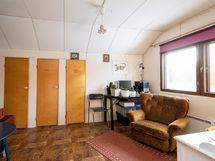Yläkerran makuuhuone 2