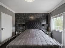 Masterbedroom, kaunis tapetti, kulku terassille