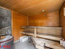 Piharakennuksessa oleva sauna