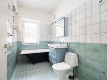 Yläkerran kylpyhuone, as1