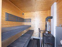 Näyttävä sauna jonka lauteet on uusittu 2020.