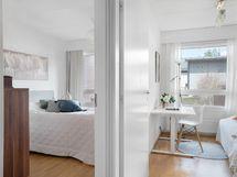 alakerran makuuhuoneet voi yhdistää yhdeksi