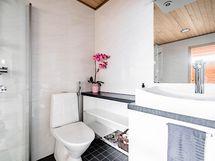 Yläkerran kylpyhuone, Puustellin kalusteet
