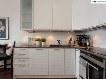 Käytännöllinen keittiö on uudistettu muun remontin yhteydessä 2013 Iskun kaapistoin.
