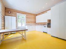 C- asunnon keittiö