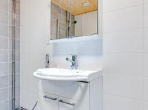 Kylpyhuoneessa hyvin tilaa pesutornille