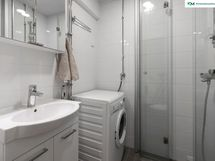 Putkiremontin yhteydessä uusittu kylpyhuone