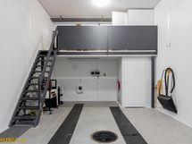 Talissa parvi ja wc-tilat sekä varastohuone valmiina.