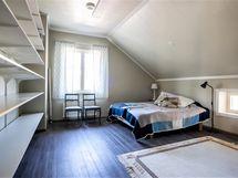 yläkerran makuuhuone 4