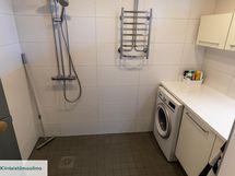 Kylpyhuone uusittu 2016 ja samalla se sai toimivan khh-tilan