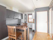 Keittiön ja olohuoneen välistä on poistettu seinä
