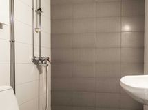 Kylpyhuone juuri remontoitu