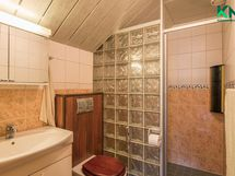 Yläkerran WC/suihkuhuone