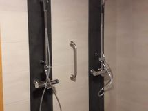 Suihkutilat saunaosastolla