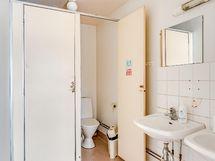 Päärakennuksen wc tiloja