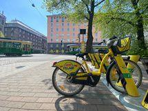 Kävellen, julkisilla tai vaikkapa kaupunkipyörällä olet nopeasti keskustassa.