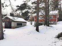 Pajarakennusta ja taloa