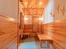 Yläkerran kylpyhuoneen pukuhuone