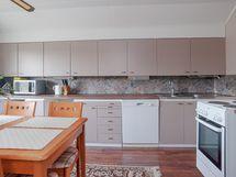 Yläkerran keittiö/okt