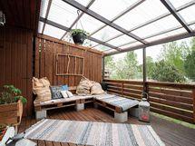 Viihtyisä, katettu patio