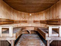 Taloyhtiön saunatilat ylimmässä kerroksessa