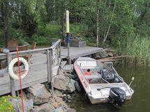 venelaituri; tontilla on myös pohjoisranta, jota ei ole rakennettu