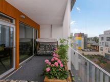 Lasitettu parveke on n. 19 m2 (ei mukana asuinpinta-alassa 85 m²)