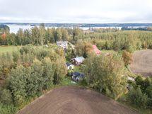 Mallusjärvi näkyy kuvassa takana.