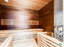 Taloyhtiön juuri remontoitu yleinen sauna.