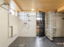 Kylpyhuone/kodinhoitotila