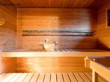 Ikkunallinen sauna sähkökiukaalla